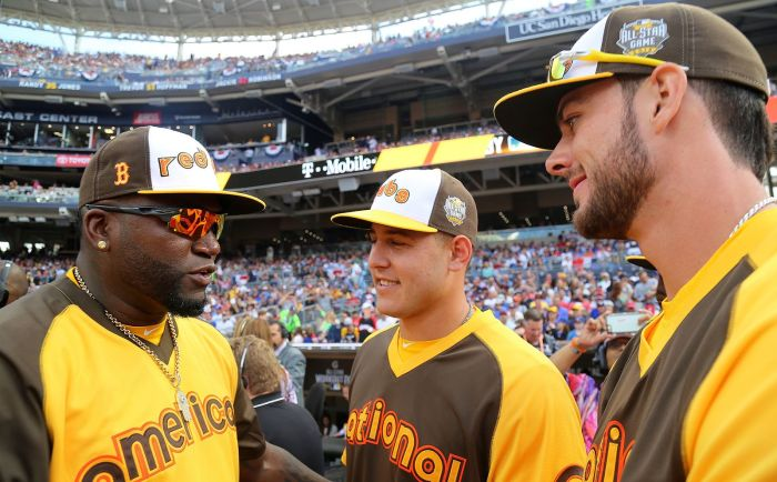 David_Ortiz_chats_with_Anthony_Rizzo_and_Kris_Bryant_during_the_T-Mobile_-HRDerby._(28291312930).jpg